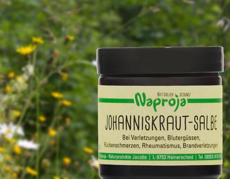 Johanniskraut-Salbe mit Hintergrund, Blumenwiese